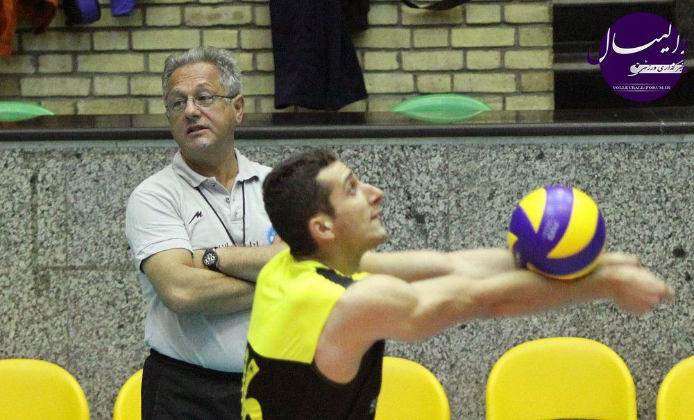 در حاشیه تمرین تیم ملی والیبال/خولیو ولاسکو: غیبت سیچلو برایمان مشکلساز است !
